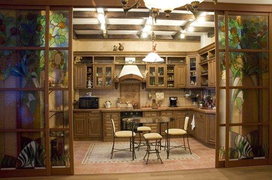 Раздвижные двери и перегородки на кухню