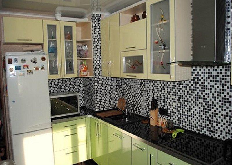 Дизайн кухни с коробом фото