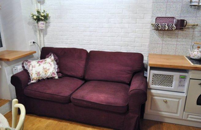 стильный диван на кухне маленький