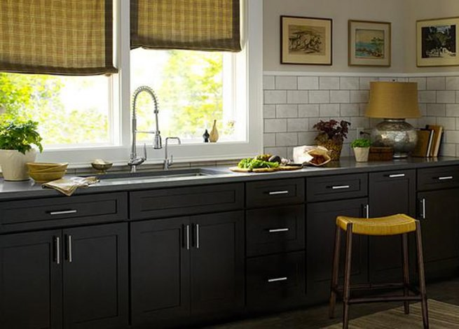 Дизайнчерной кухни