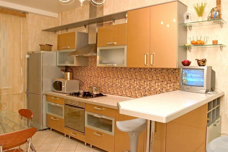 светлый гарнитур в интерьере кухни